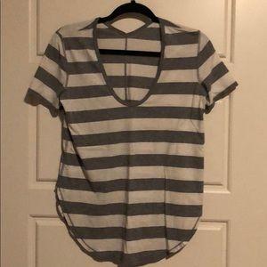 Lululemon striped tee sz 6